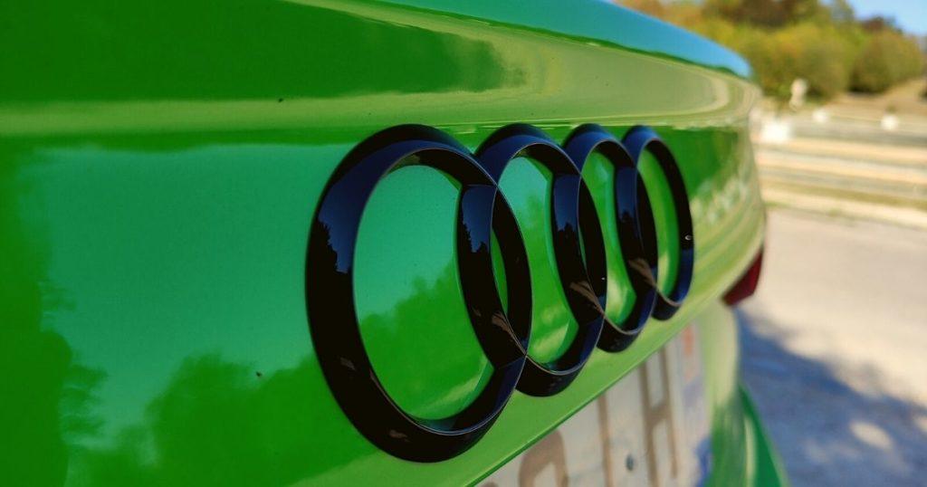 Audi RS Q3 Sportback logo noir Audi à l'arrière