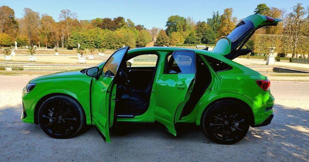 Audi RS Q3 Sportback de profil portières ouvertes
