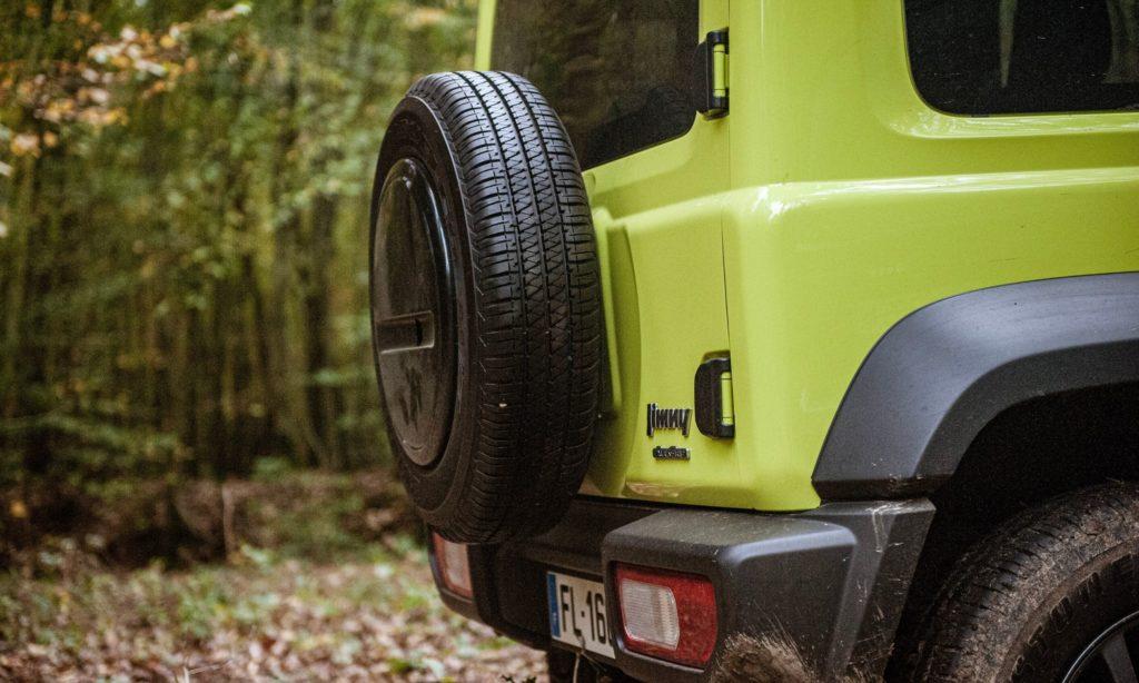Suzuki Jimny : la roue de secours