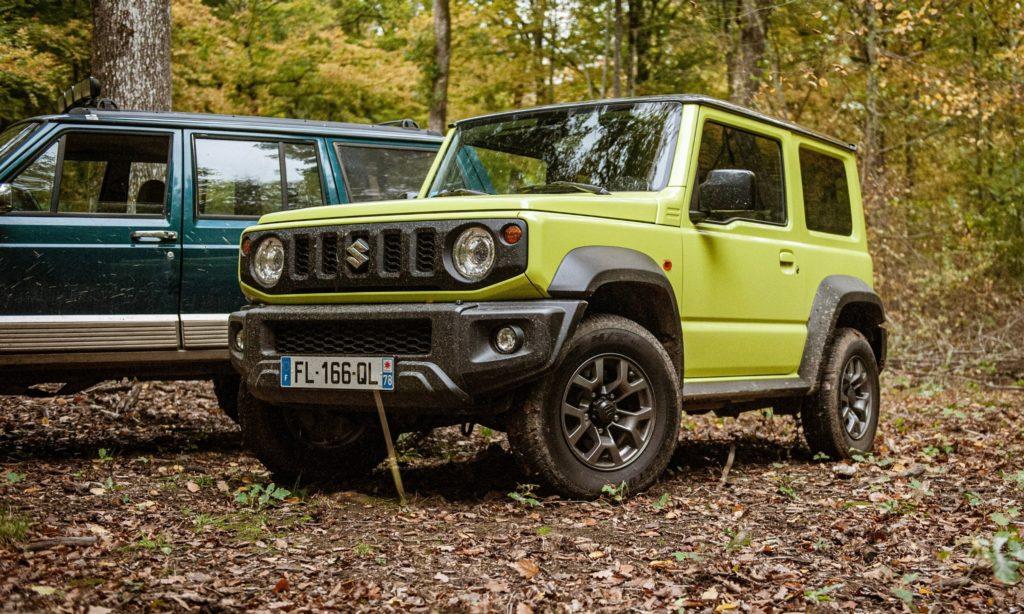 Suzuki Jimny dans la forêt